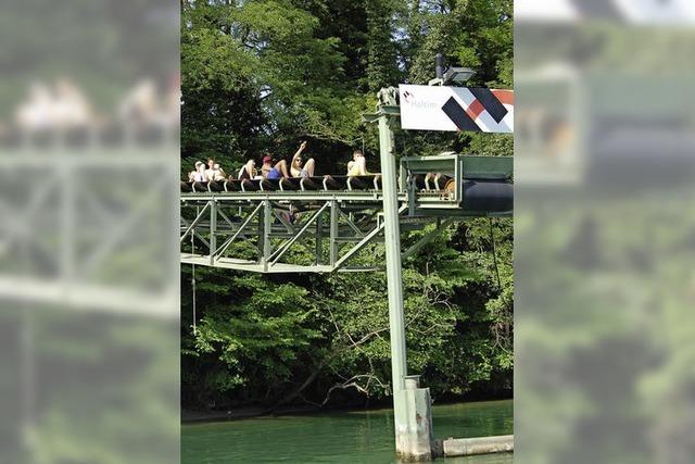 Die Rheinufer sind voll besetzt