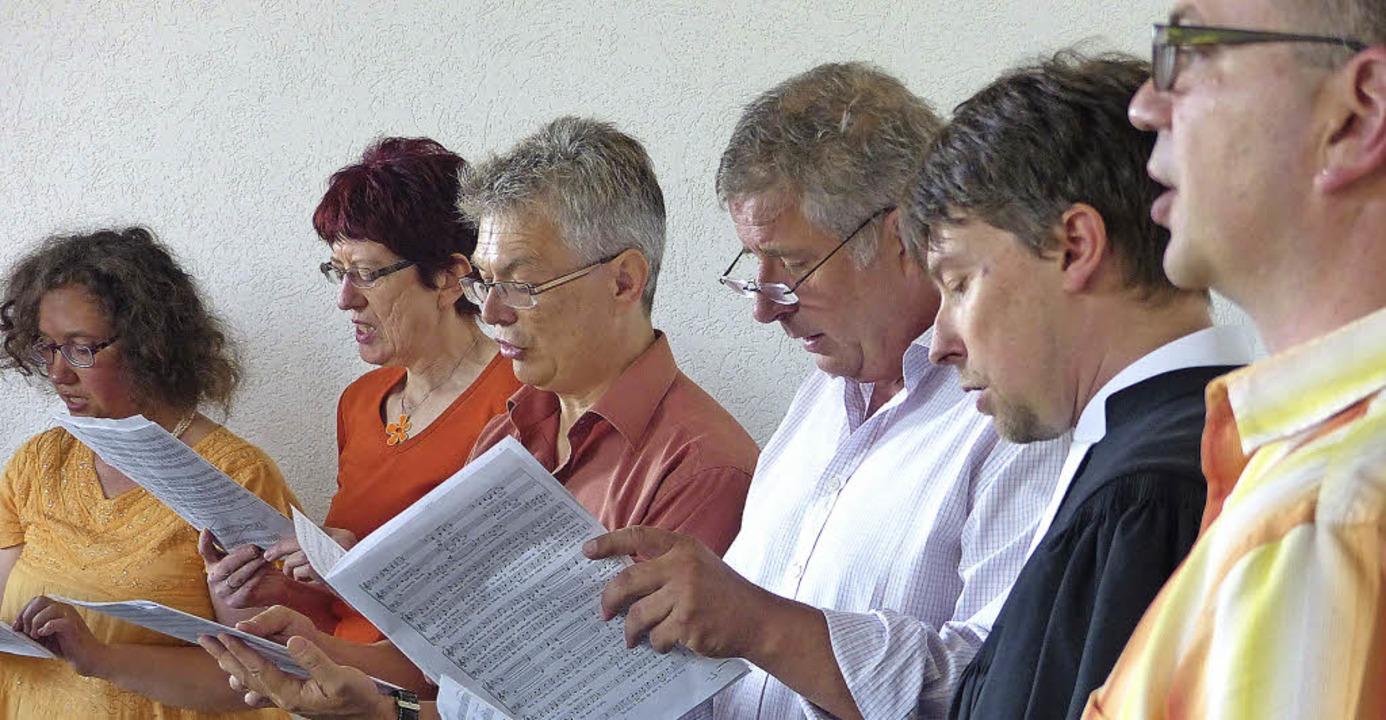 Nur zu Pfingsten formiert sich der Pro...emeinsam mit den Gläubigen zu singen.   | Foto: Ingrid Arndt