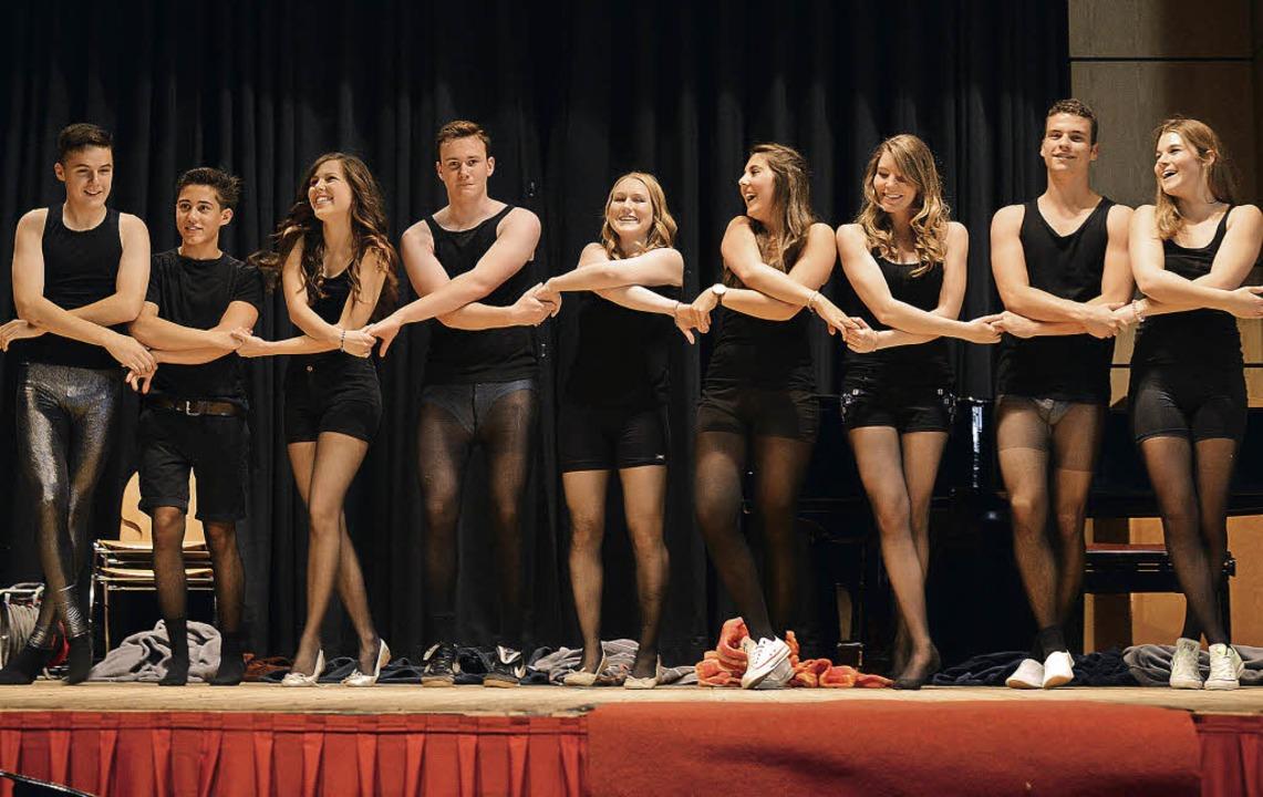 Helden in Strumpfhosen: Für die Darbie...n, sehr zur Freude der jungen Frauen.     Foto: Martin Eckert