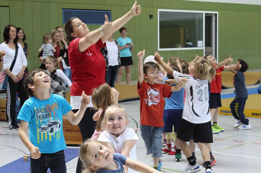 Man sieht es: Bewegung macht den Kindergartenkindern Spaß.   | Foto: Adelbert Mutz