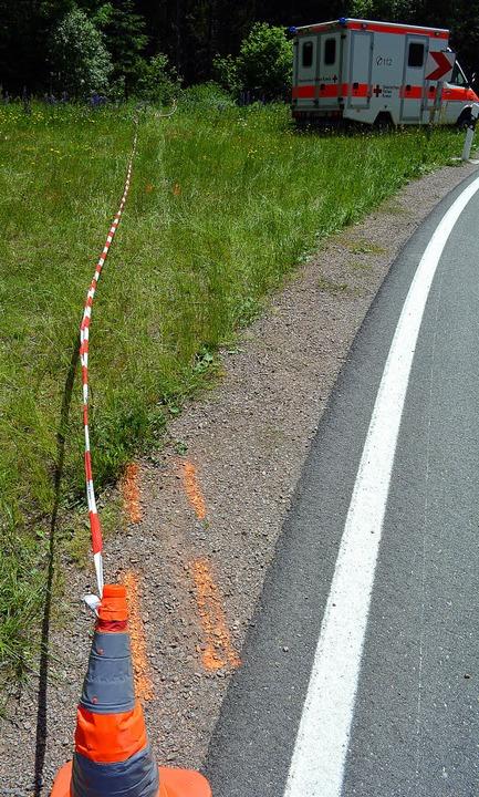 In der Rechtskurve geradeaus führt die Unfallspur.   | Foto: Kamera 24