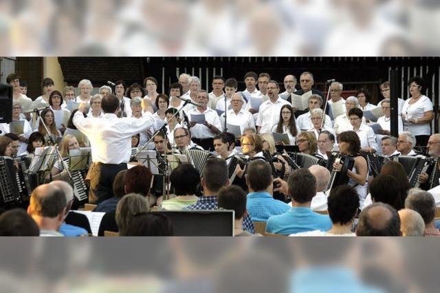 Stimmungsvolles Konzert vor der Kirche
