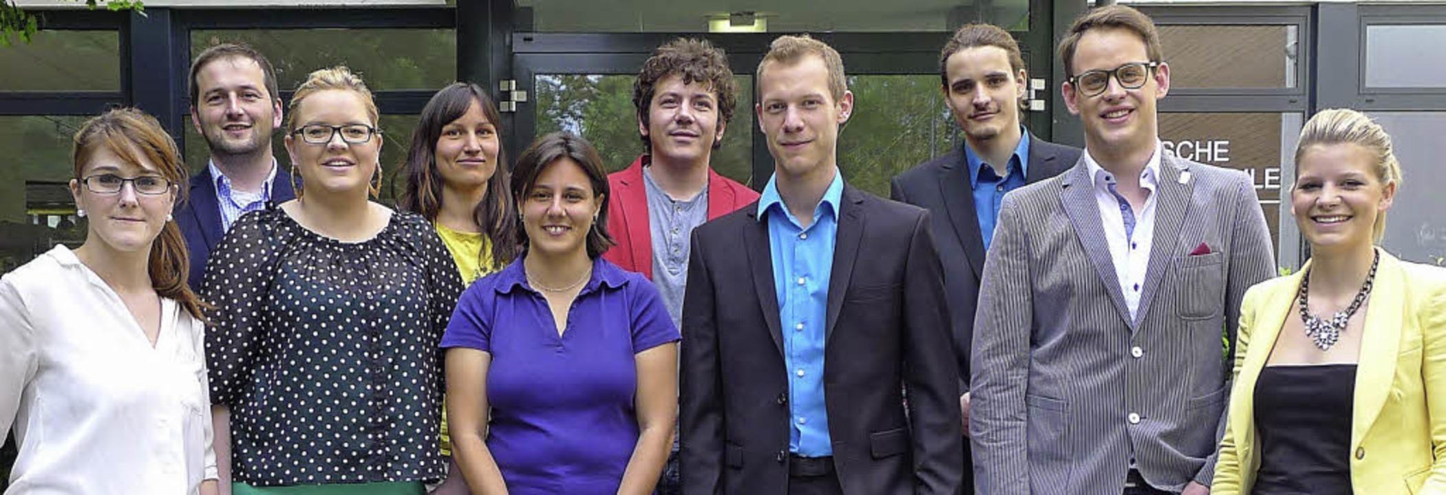 Die stolzen Absolventen des Abendgymnasiums.     Foto: PRIVAT