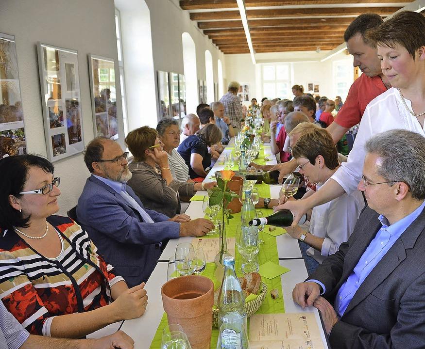 Gemeinsam  kredenzten neun Erzeuger  a...lichen Weinprobe in der Frick-Mühle.    | Foto: Sigrid Umiger
