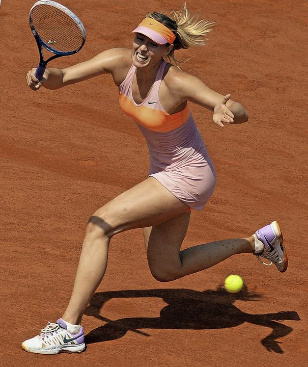 Maria Scharapowa setzt sich mit harten Schlägen und Kampfkraft durch.  | Foto: dpa