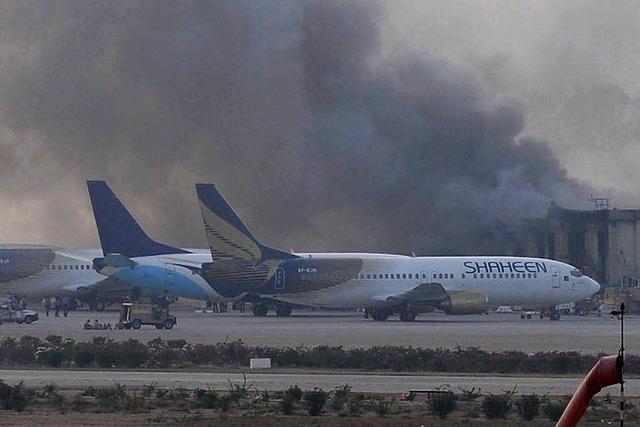 Selbstmordkommando stürmt Flughafen Karatschi