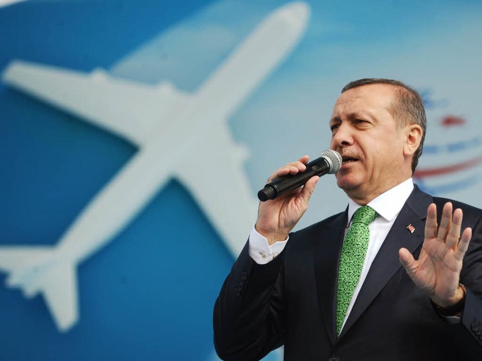Am Samstag legte Ministerpräsident Erdogan den Grundstein für das Projekt.    Foto: AFP