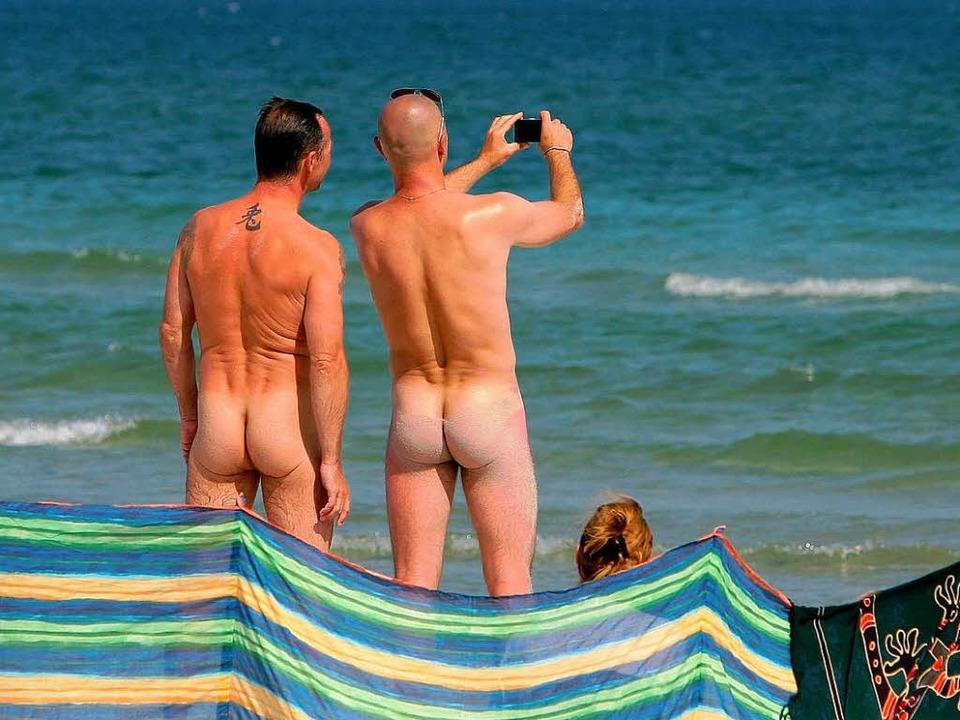 Geben nicht immer ein gutes Bild ab: deutsche Urlauber.  | Foto: dpa