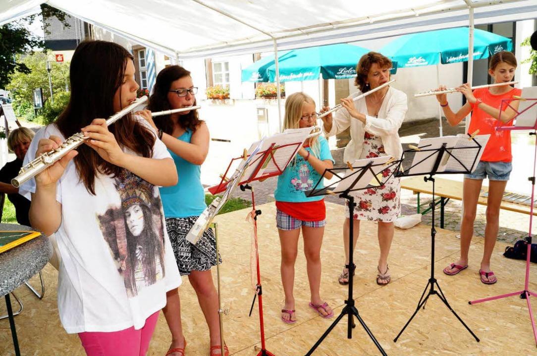 Auch musikalisch ging's zu bei d...t Elisabeth Kölle (Zweite von rechts).  | Foto: Silke Hartenstein