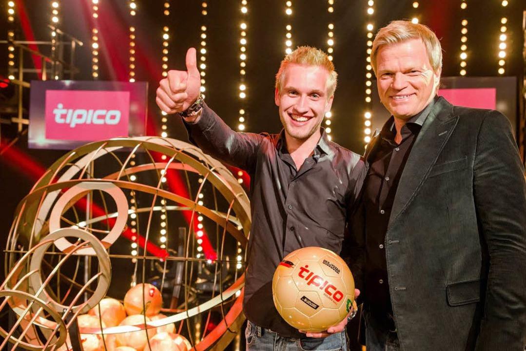 Der Freiburger Student David Wanner und Oliver Kahn.    Foto: Nadine Rupp