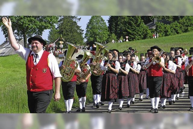 Bezirksmusikfest in Bernau bei strahlendem Sonnenschein