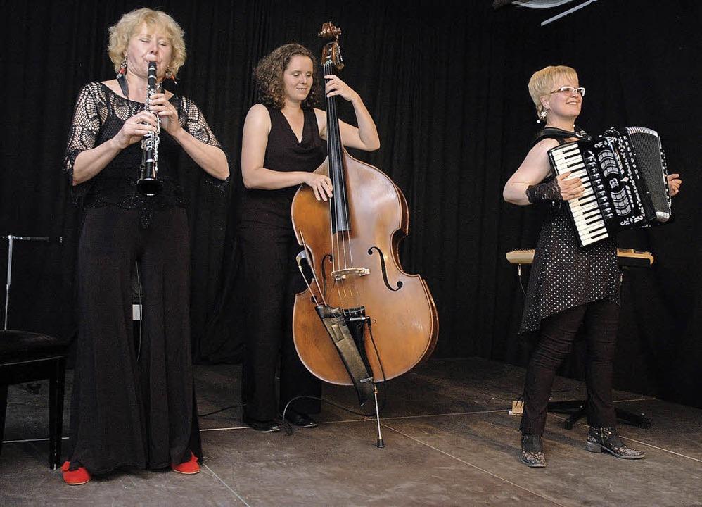 Klezmers Techter bei ihrem Auftritt im Kesselhaus   | Foto: Ounas-Kräusel