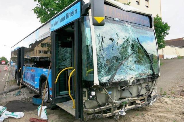 Schwerer Unfall mit Linienbus