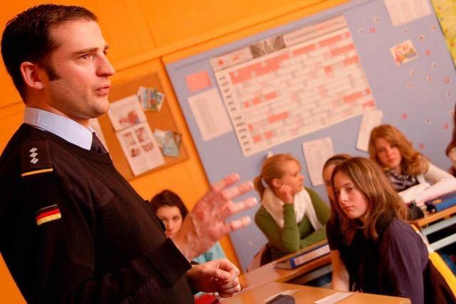 Streit um Bundeswehr in Schulen – Pazifisten sollen mitwirken dürfen