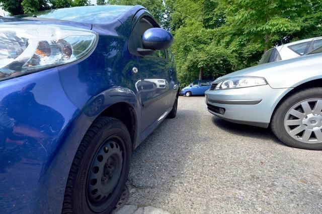 Sportwagen im Senkloch: Freiburger verklagt Regio Bäder