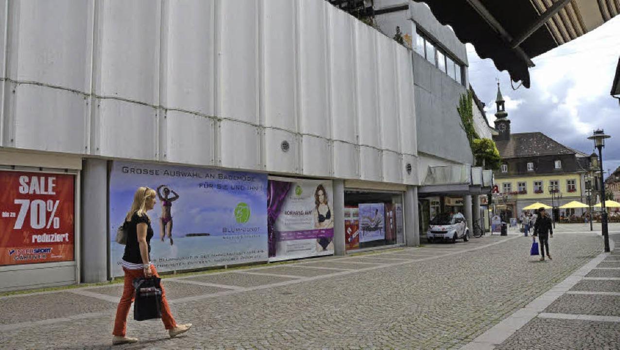 Nur noch eine Bauruine: Das ehemalige Kaufhaus Krauss wird wohl abgebrochen.  | Foto: Gerhard Walser
