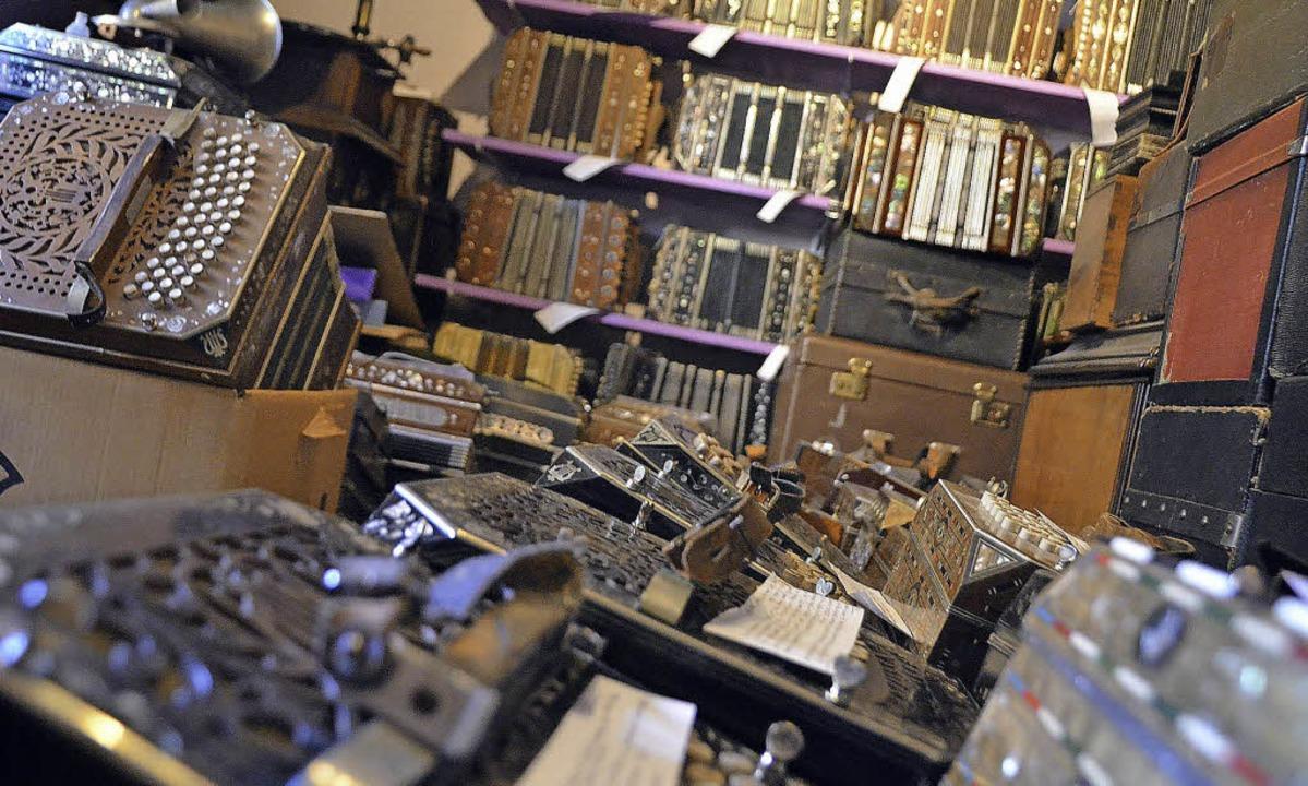 Hunderte Instrumente haben die Steinharts gesammelt.  | Foto: Kathrin Blum