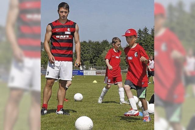 Mit SC Freiburg-Trainern auf dem Platz