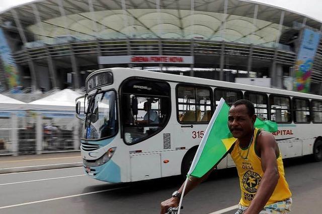 Tränengas und Partystimmung: Brasiliens WM hat begonnen