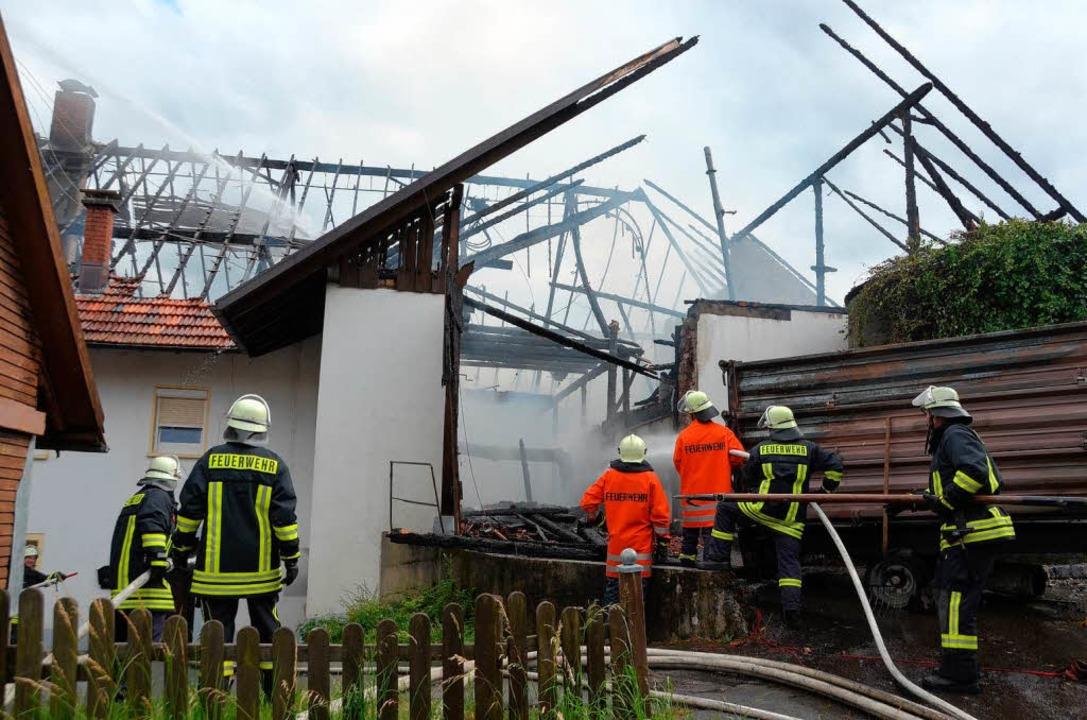 Nicht mehr viel zu retten gab es für d...rwehr am Samstagnachmittag in Oberhof.    Foto: Winfried Dietsche