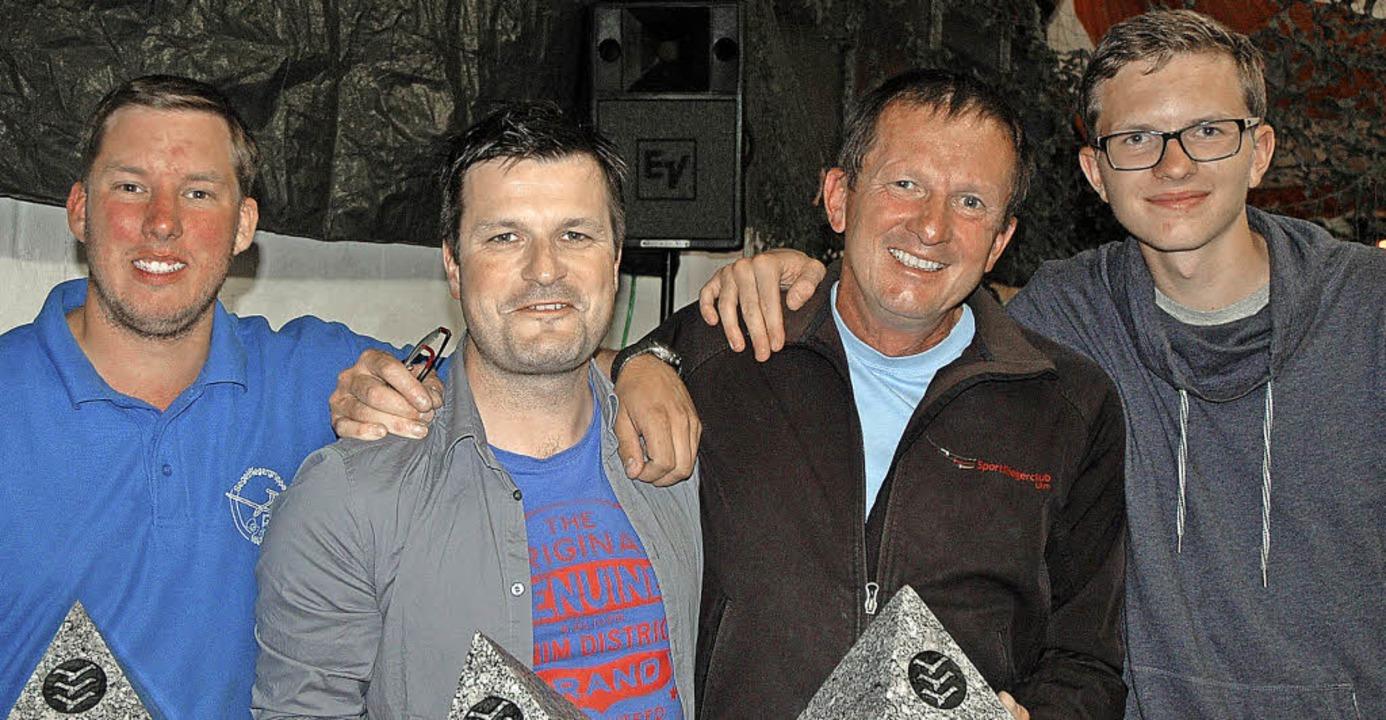 Strahlende Sieger des Segelflugstrecke...und Lukas Jasbinschek (Doppelsitzer).     Foto: Christiane Sahli