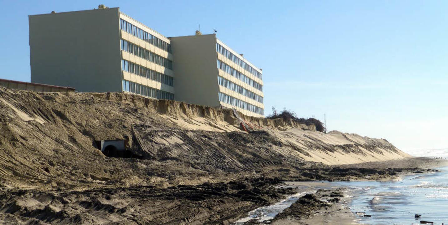 Das verlassene Apartmenthaus  Le Signa... der Bau in die Fluten hinabzugleiten.  | Foto: michael Neubauer