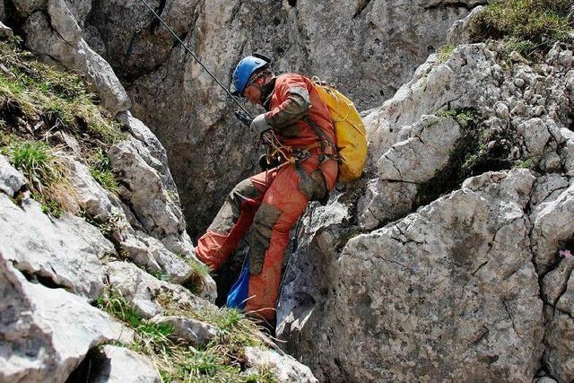 Trupp mit verletztem Höhlenforscher erreicht nächstes Biwak