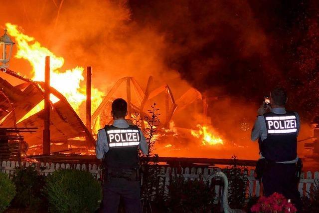 Feuer zerstört Lagerhalle in Wutöschingen