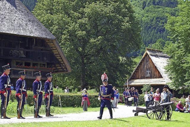 Zahlreiche Akteure stellen Badische Revolution im Freilichtmuseum Vogtsbauernhof nach