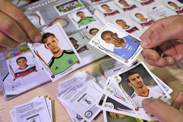 Fußballhelden im Kleinformat: Ein Besuch bei der Panini-Tauschbörse