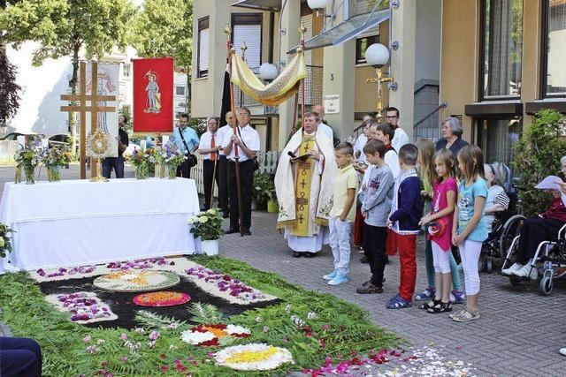 Blumenteppich und Prozession zum Hochfest
