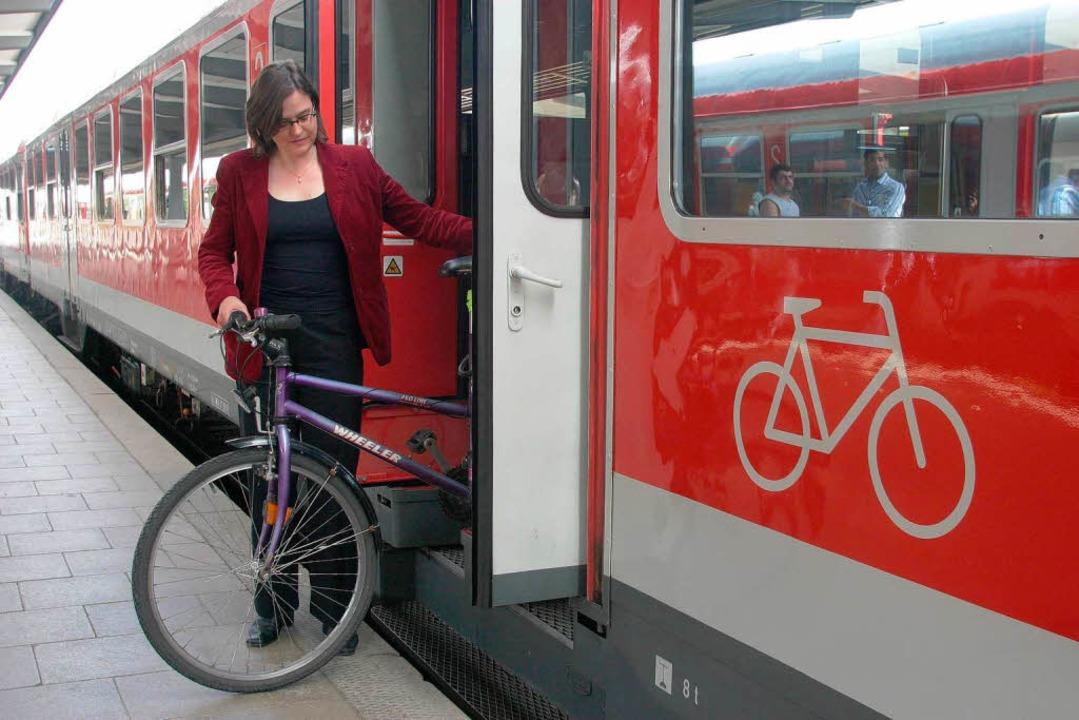 Zubestimmten Zeiten fahren Räder im Re...al muss man für sie ein Ticket kaufen.    Foto: Sebastian Widmann