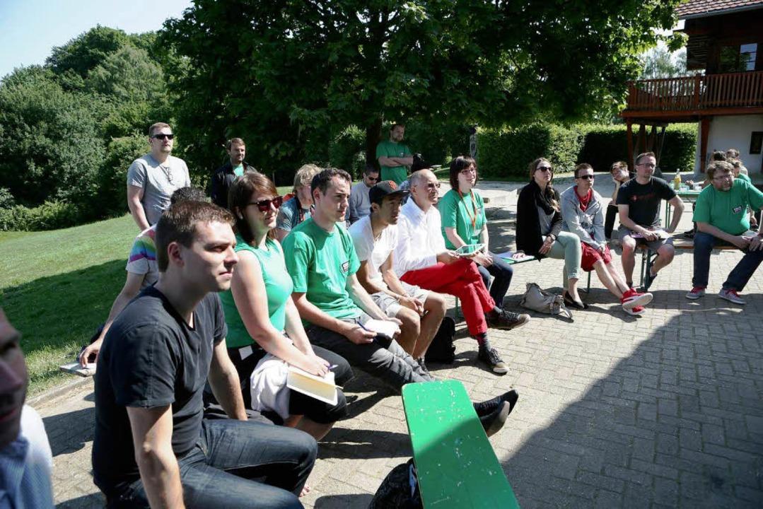 Junge Leute, zum großen Teil aus Frank...em Langenhard ihre Geschäftsideen aus.  | Foto: Christoph Breithaupt, Christoph Breithaupt
