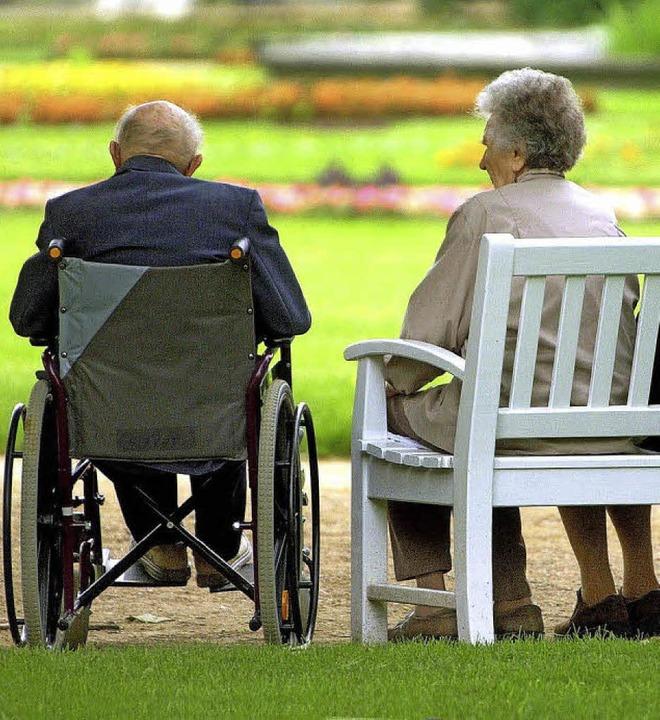 Mehr Pflegeheim bedeutet mehr Aufgaben...e Versorgungssituation spitzt sich zu.  | Foto: dpa