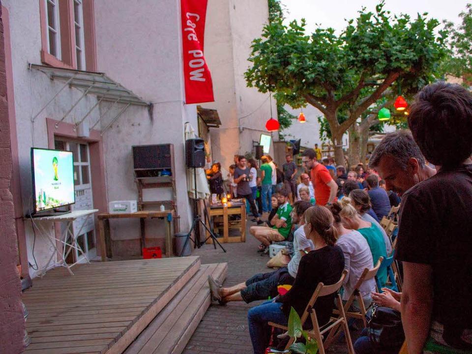 "Deutschland-Ghana im ""Café POW!""    Foto: Daniel Laufer"