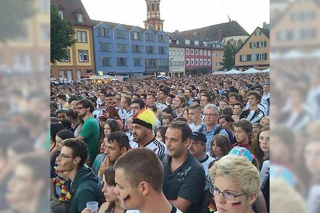 5400 Fans auf dem Marktplatz