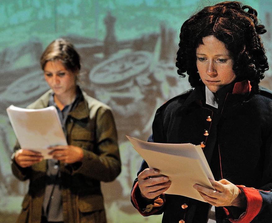 Ein Leben in der Öffentlichkeit: Szene aus der Produktion  | Foto: KORBEL