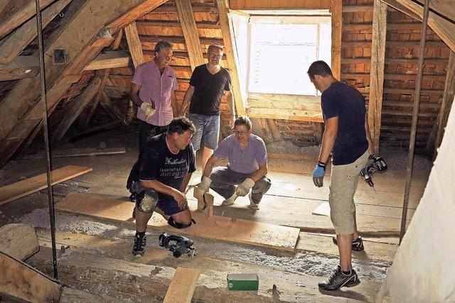 Schloss Bürgeln: Dachstuhl ist nun gedämmt