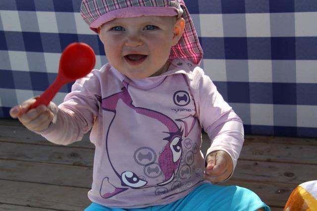 Freibad Steinen: Badeverbot für Baby in UV-Schutzanzug