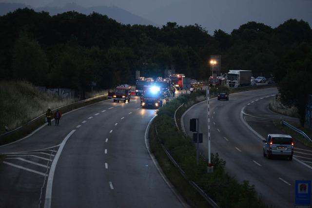Kombi vor Kappler Tunnel in Flammen – Langer Stau