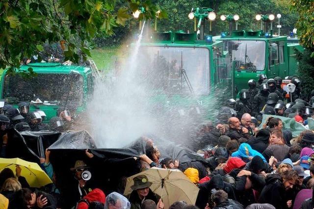 Wasserwerfer-Prozess: Polizisten weisen Schuld zurück