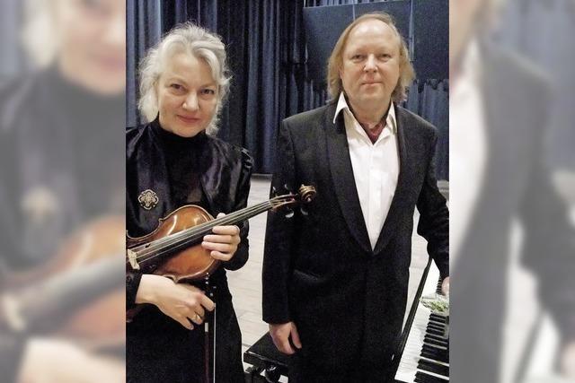 Der Pianist Wolfram Lorenzen spielt in der Kulturscheune Rabe in Kleinkems