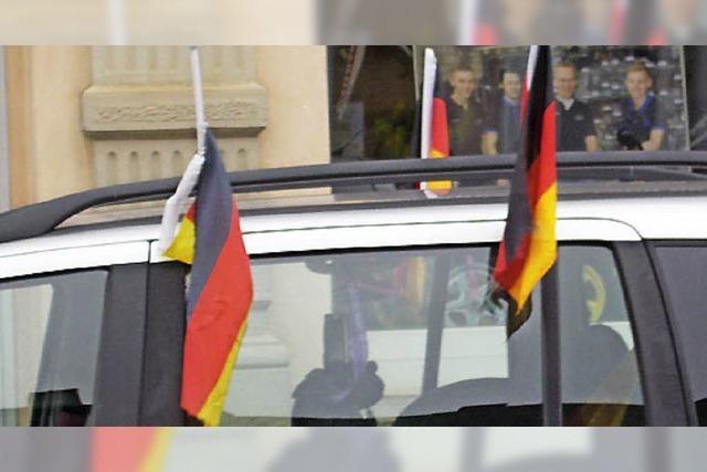 ÜBRIGENS: Flagge zeigen für das Team