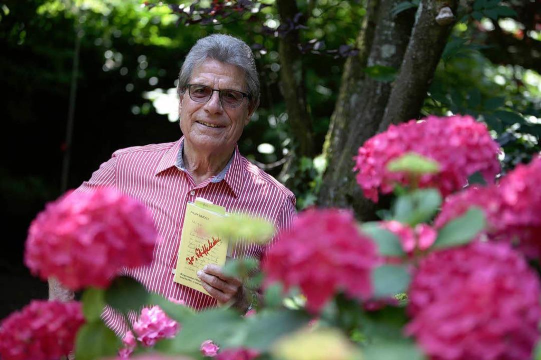 Der Lahrer Mundart-Autor Ludwig Hillen...erk des verstorbenen  Philipp Brucker.    Foto: Christoph Breithaupt, Christoph Breithaupt