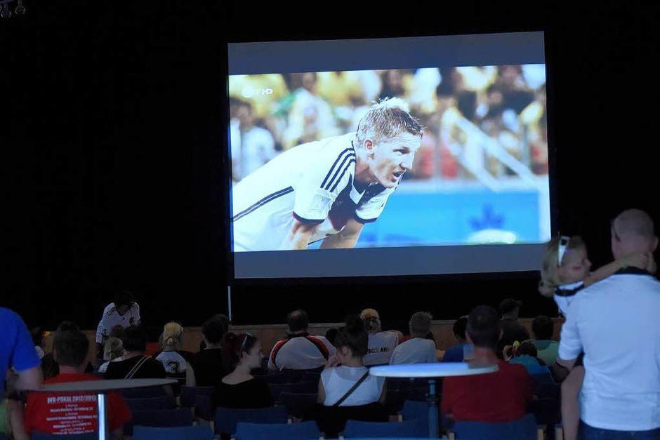 Fan-Freude beim Public Viewing in Neuenburg und auf der Müllheimer Werderstraße (Foto: Volker Münch)