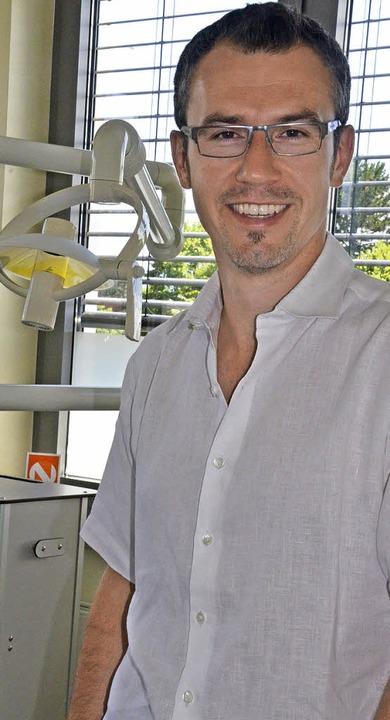 Alexander Strohmenger leistet im Urlaub ehrenamtliche Arbeit als Zahnarzt.   | Foto: Ingrid Böhm-Jacob