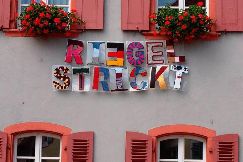 Das Motto der Aktion ziert die Fassade des Riegeler Rathauses. (Foto: Michael Haberer)