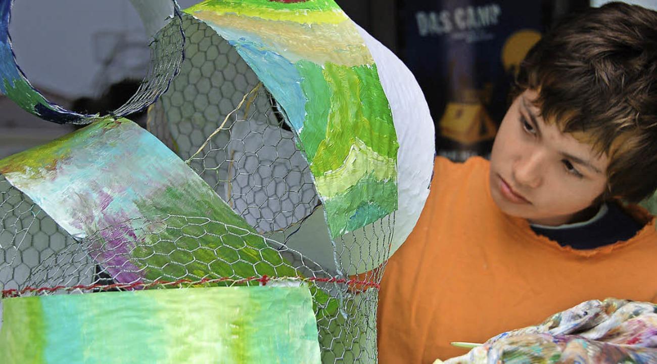 Mit künstlerischen Aktionen auf dem Ra...x (12) stellte dabei ein 3-D-Bild her.  | Foto: Andrea Steinhart