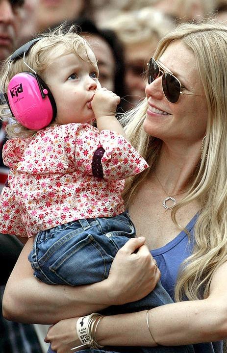 Die Schauspielerin Gwyneth Paltrow (hi...Tochter) schwört auf glutenfreie Kost.    Foto: usage Germany only, Verwendung nur in Deutschland