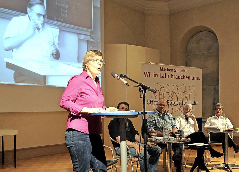 Ulrike Derndingers Hommage an Philipp ...g und Ludwig Hillenbrand (von links).   | Foto: Wolfgang Künstle